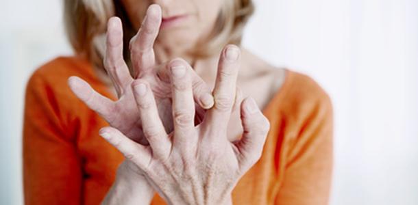 Die gesunden Omega-3-Fettsäuren EPA und DHA können ebenso wie der häufigere Fischverzehr den Zustand bei der rheumatoiden Arthritis unterstützen und zur Schmerzlinderung beitragen.