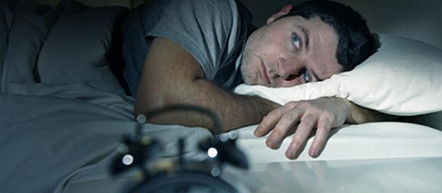 Ein kurzer Nachtschlaf führt nicht nur zu Müdigkeit und geringer Konzentration am Tage, er steigert auch die Lust auf Snacks.