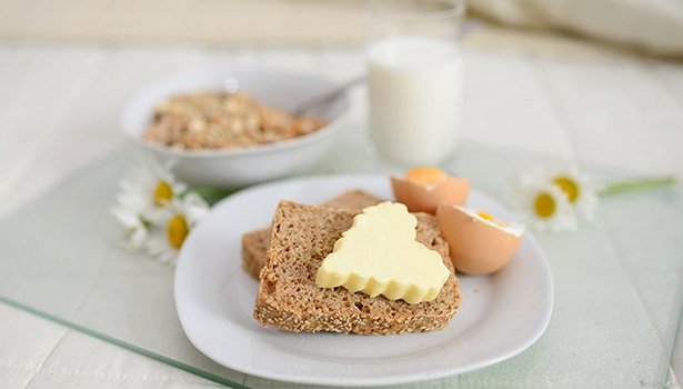 Das Frühstück enthält charakteristische Lebensmittel, die im Lauf des Tages kaum noch verzehrt werden.