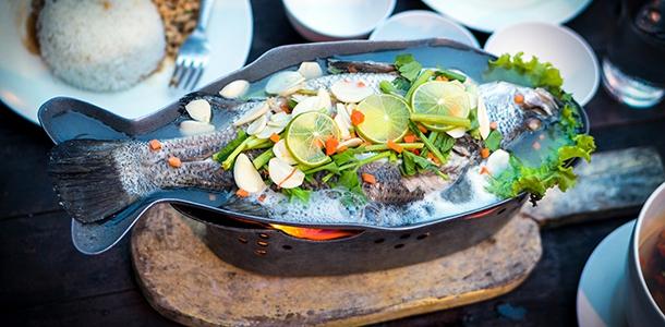 Der Fischverzehr mit den mehrfach ungesättigten Omega-3-Fettsäuren verringerte in einer großen europäischen Bevölkerungsstudie (EPIC) das Risiko, an Darmkrebs zu erkranken.