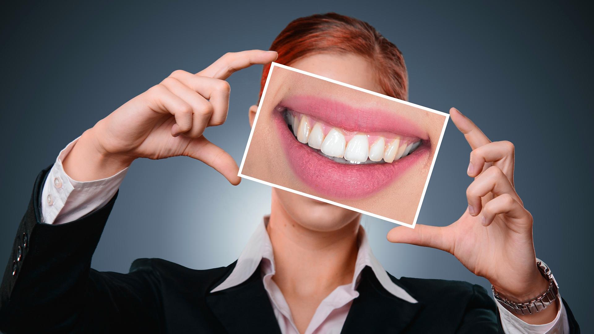 Zink gehört zu den essentiellen Spurenelementen und ist für die Gesundheit unverzichtbar. Weniger bekannt ist, dass es auch für die Mundgesundheit, für gesunde Zähne und das Zahnfleisch, eine wichtige Rolle spielt.