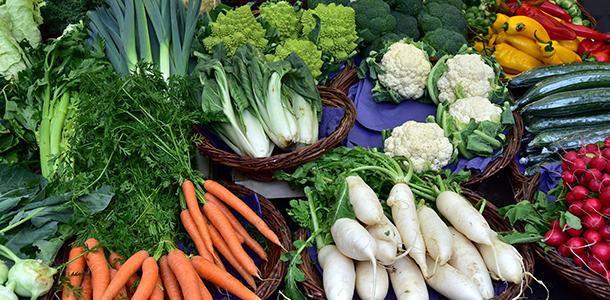 Wer beschließt, sich vom Fleischverzehr zu verabschieden und Vegetarier zu werden, sollte von Anfang an auf die ausreichende Aufnahme von Vitamin B12 achten.