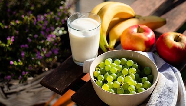 Eine gute Ernährung kann dazu beitragen, Darmkrebs-Krankheiten zu verringern. In einer großen Meta-Analyse untersuchten Forscher die wichtigsten Faktoren der Ernährung für die Prävention.