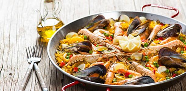 Übergewichtige leiden häufiger unter chronischen Schmerzen. Wenn sie sich aber mediterran ernähren und mehr Fisch und pflanzliche Proteine essen, können sich ihre Schmerzen verringern.