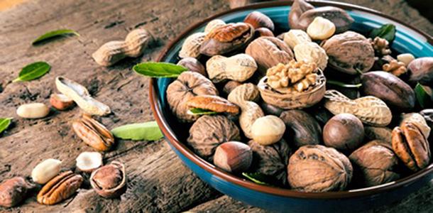 Wer regelmäßig Nüsse isst, hat ein geringeres Risiko für Herz-Kreislauf-Krankheiten. Das zeigt die bisher größte durchgeführte Studie zur Beziehung zwischen dem Verzehr von Nüssen und der Herzgesundheit.
