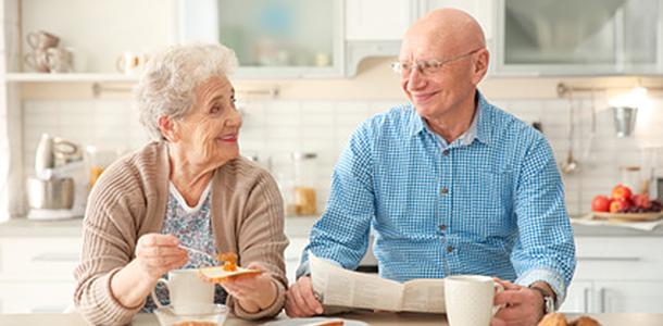 Im Alter sinkt der Energiebedarf, das gilt jedoch nicht für den Bedarf an Vitaminen und Mineralstoffen, der weitgehend gleich bleibt.