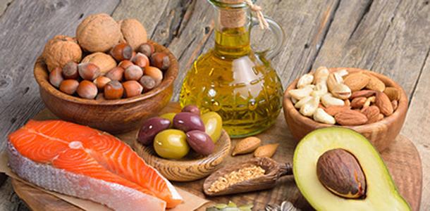 Eine Ernährung, die reich an den gesunden, mehrfach ungesättigten Fettsäuren ist, verringert möglicherweise das Risiko, an Lungenkrebs zu erkranken. Raucher profitieren davon am stärksten.